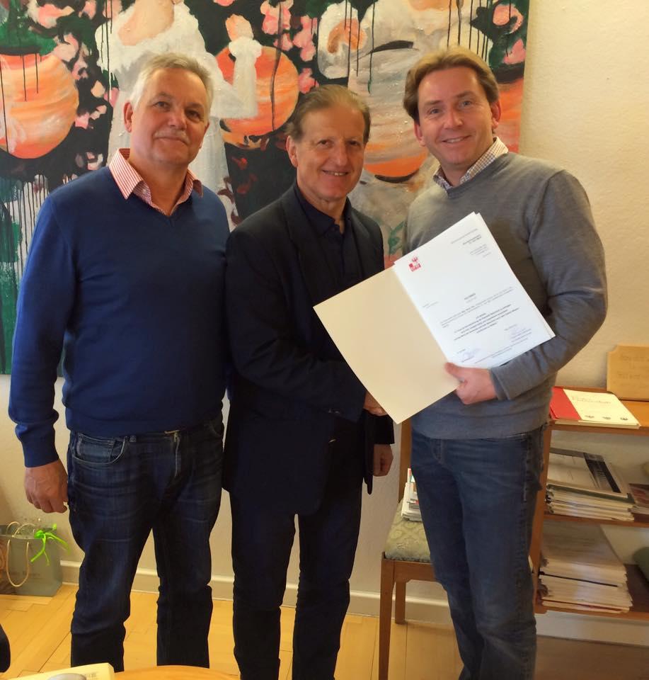 BH Karl Mark überreicht die Bestellungsurkunde zum Vizebürgermeister